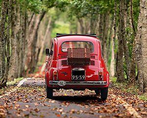Ein Fiat 500 zum einsammeln von Gebraucht- und Altreifen